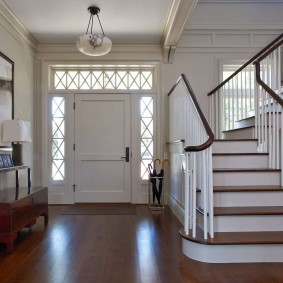 белые двери в квартире дизайн фото