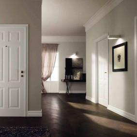 белые двери в квартире фото дизайна
