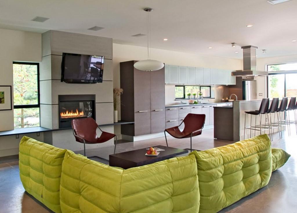 Светло-зеленый диван бескаркасного типа