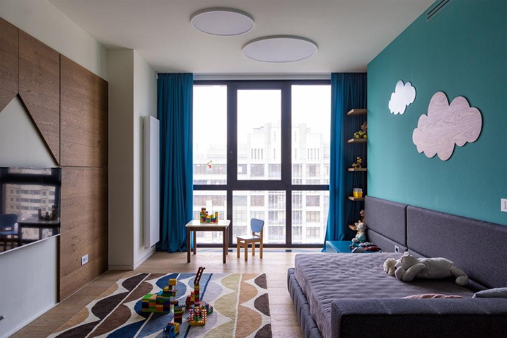 Панорамное окно в комнате мальчика подростка