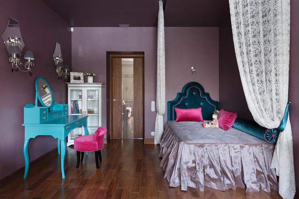 Бирюзовый туалетный столик в спальне подростка