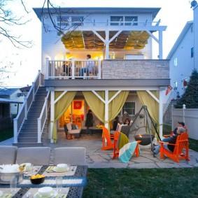 Двухэтажный домик на узком участке