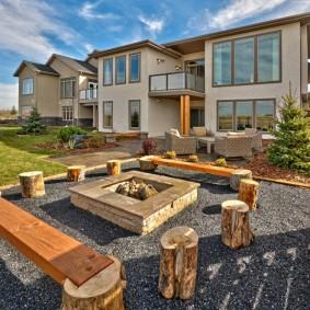 Садовая мебель из деревянных пеньков