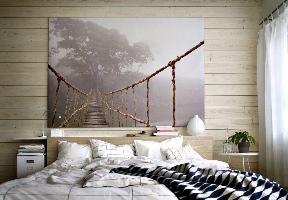 Декор фото стены в спальне супругов