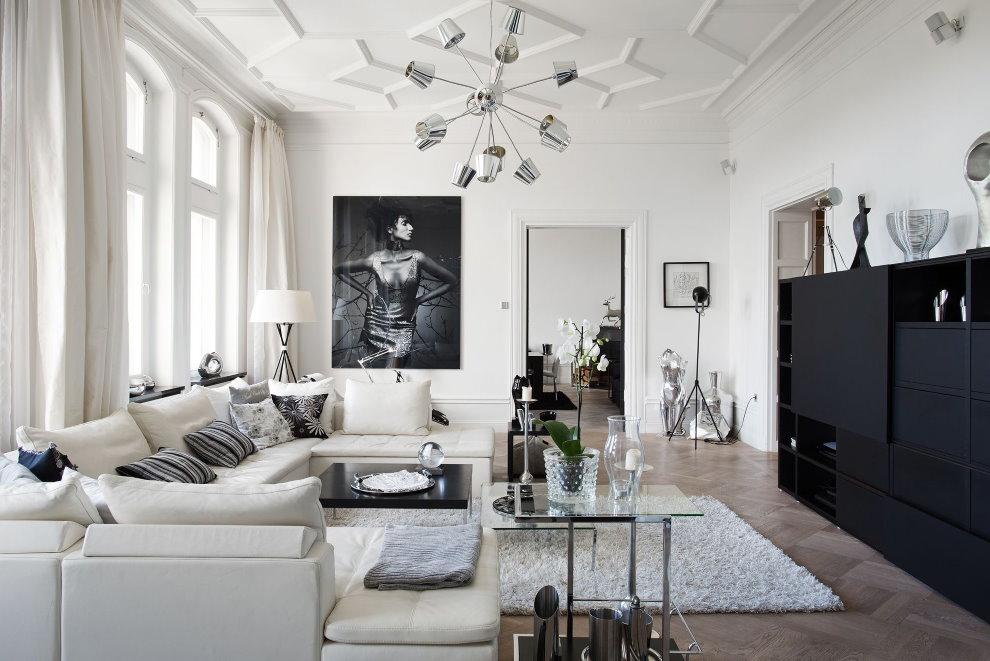 Черная мебель в гостиной смешанного стиля