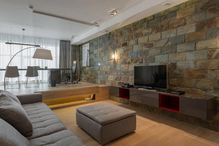 Декор камнем акцентной стены гостиной