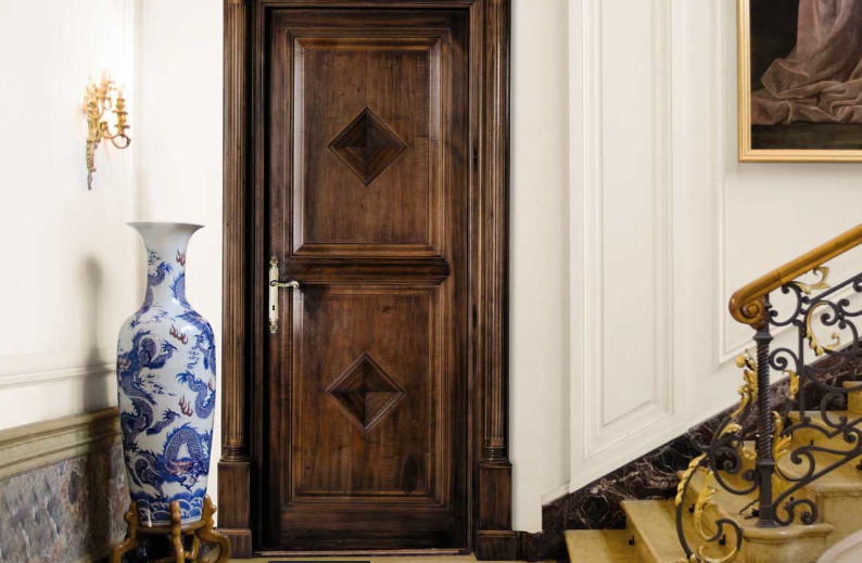 деревянная входная дверь декор фото