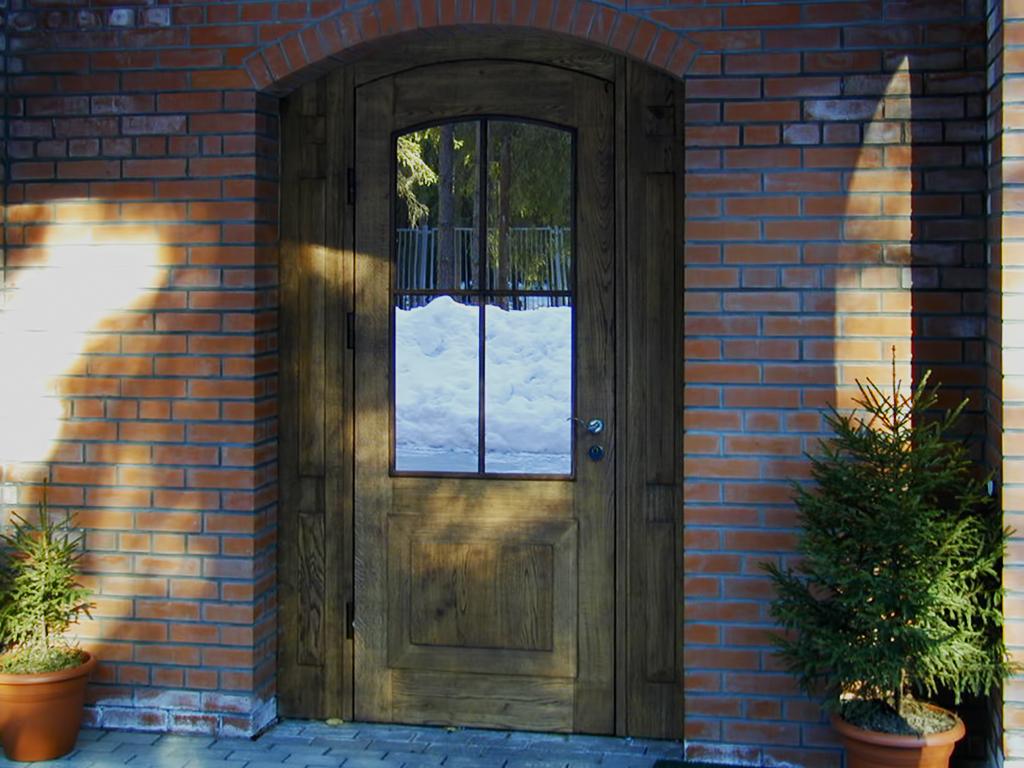 деревянная входная дверь декор