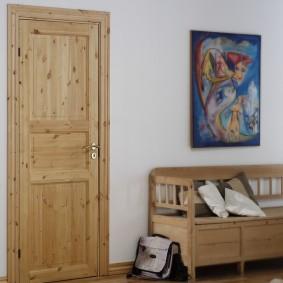 деревянная входная дверь оформление