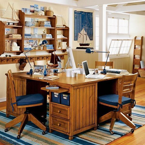 Рабочее место школьников в комнате морского стиля