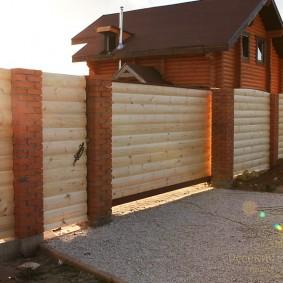 деревянный забор для участка декор