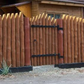деревянный забор для участка декор идеи