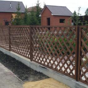 деревянный забор для участка оформление идеи