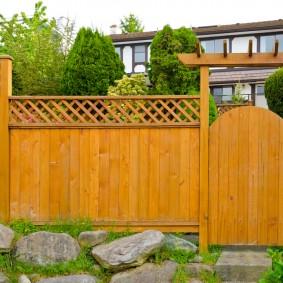 деревянный забор для участка виды декора
