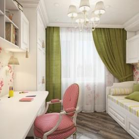 Зеленые занавески в комнате подростка