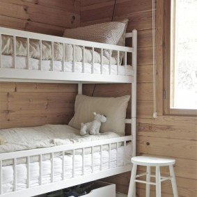 Двухъярусная кровать для детей младшего возраста