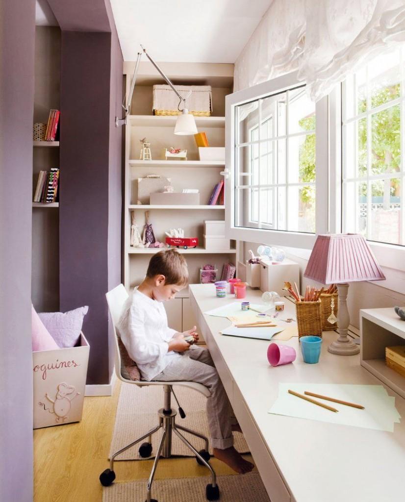 Письменный стол для школьника на благоустроенной лоджии