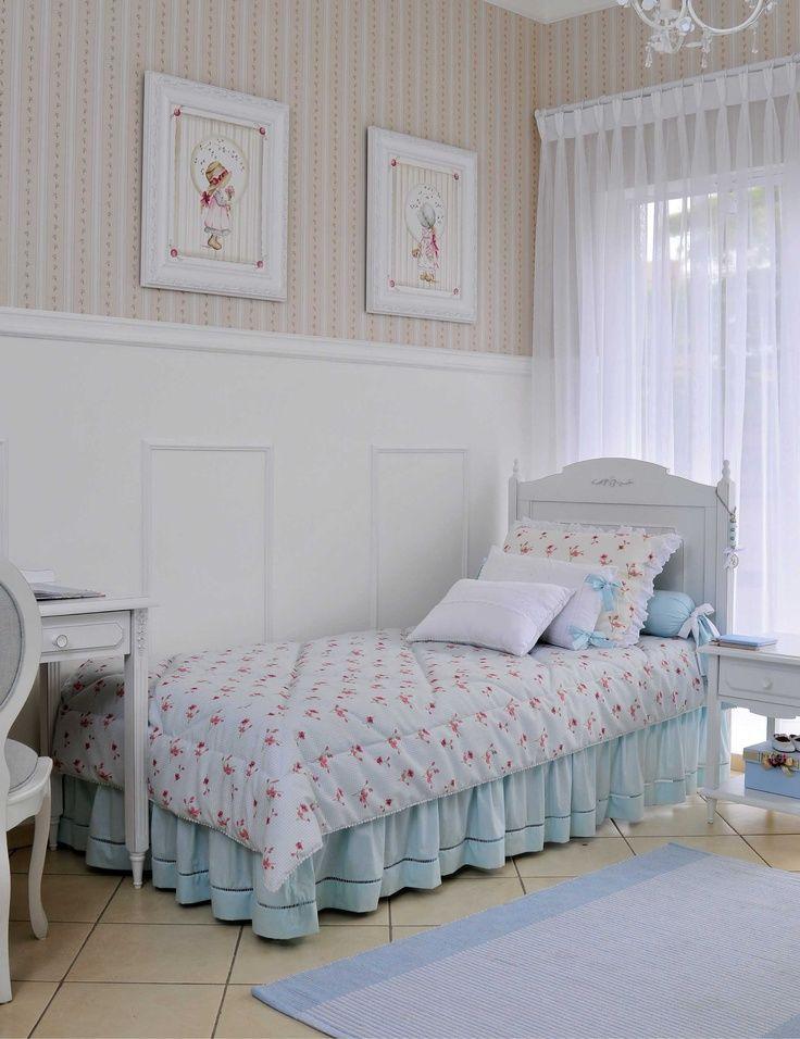 Детская кровать в комнате прованского стиля