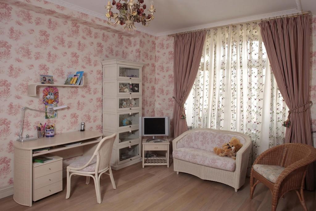Детская спальня для девочки в трехкомнатной квартире