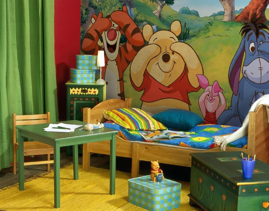 Обои с фотопечатью мультипликационных героев в комнате ребенка