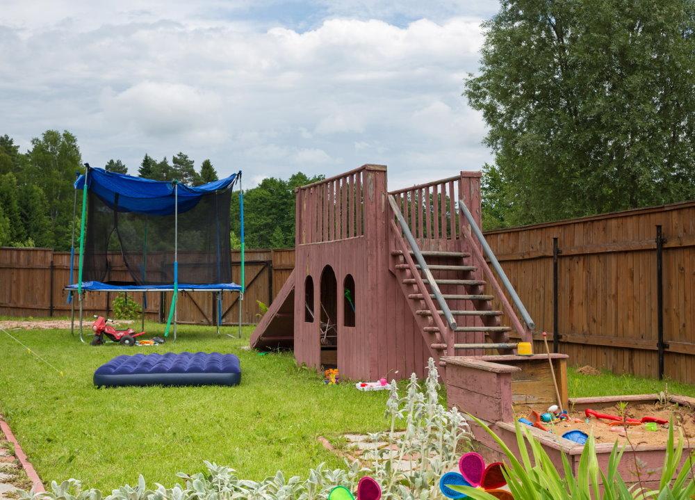 Шикарная игровая площадка на дачном участке