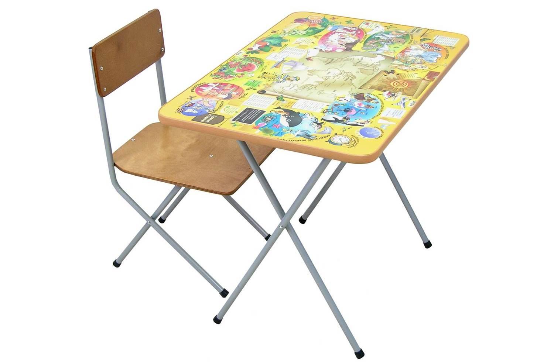 металлические стол и стул