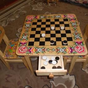детский деревянный стульчик интерьер фото