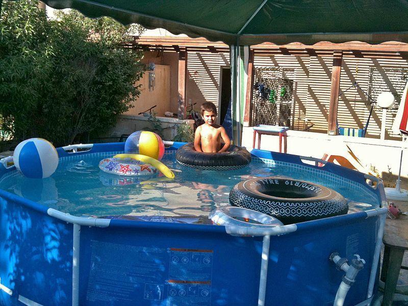Каркасный бассейн для купания детей на даче