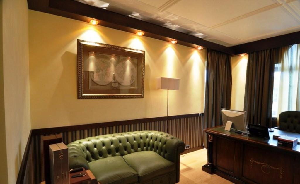 интерьер кабинета вид потолка