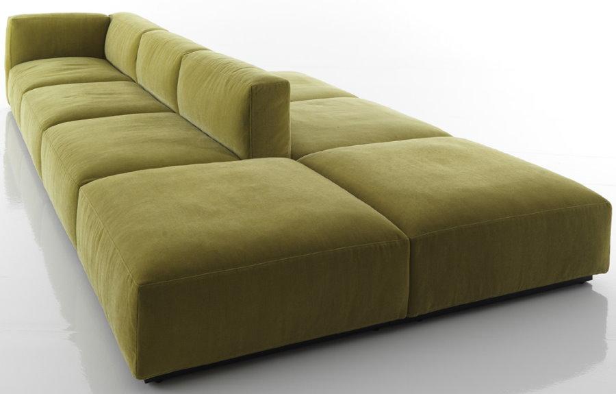Островной диван для просторной гостиной