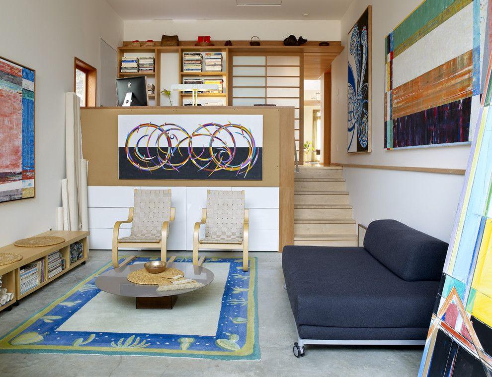 Высокий подиум в однокомнатной квартире