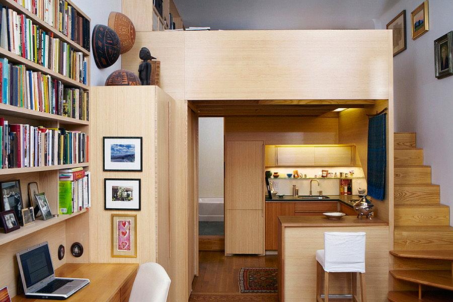Встроенная мебель в квартире с высоким потолком