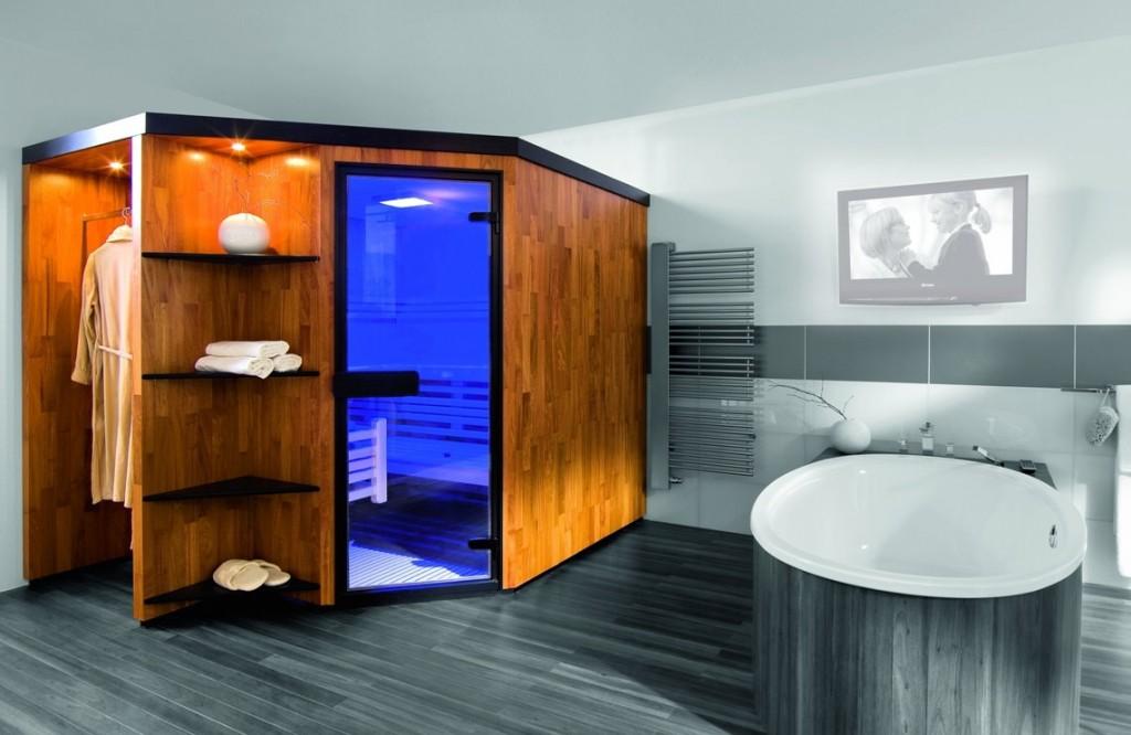 Компактная сауна финского типа в комнате квартиры