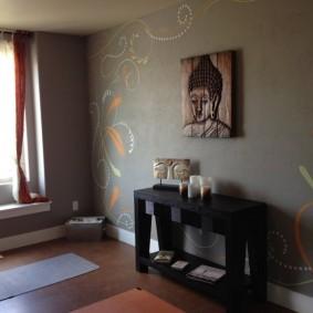 Оформление стены гостиной в этническом стиле