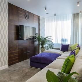 Телевизор на акцентной стене гостиного помещения