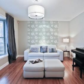 Белая мебель на ламинированном полу