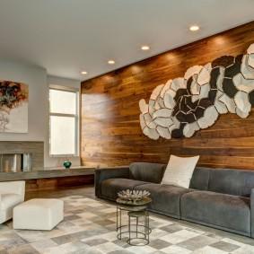 Ламинированные панели на стене в зоне отдыха гостиной
