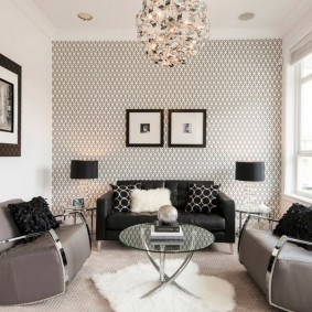 Небольшая гостиная с тремя диванами