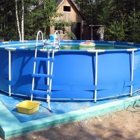 Каркасный бассейн с пластиковыми бортами