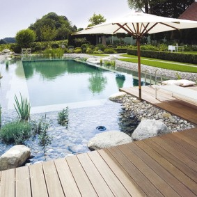 Огромный бассейн комбинированного типа
