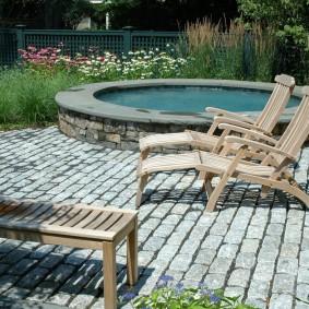 Удобные кресла из натурального дерева