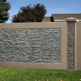 Облицовка бетонного забора искусственным камнем