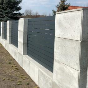 Серая поверхность бетонных блоков