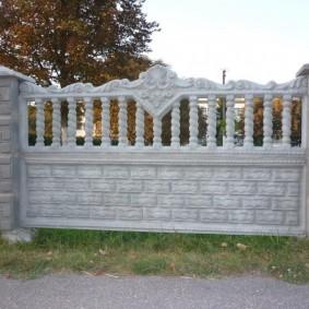 Дизайн бетонного забора для загородной усадьбы