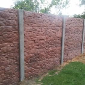 Наборный забор из бетонных панелей