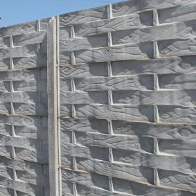 Железобетонный забор под деревянную плетенку