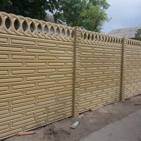 Секционный забор привлекательного дизайна