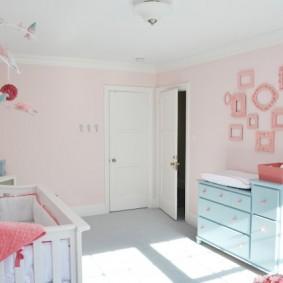 Розовые стены в комнате ребенка
