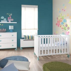 Белая мебель для комнаты новорожденного