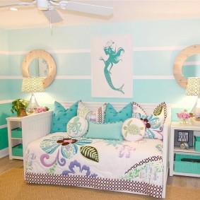 Полосатая окраска стен в комнате малыша